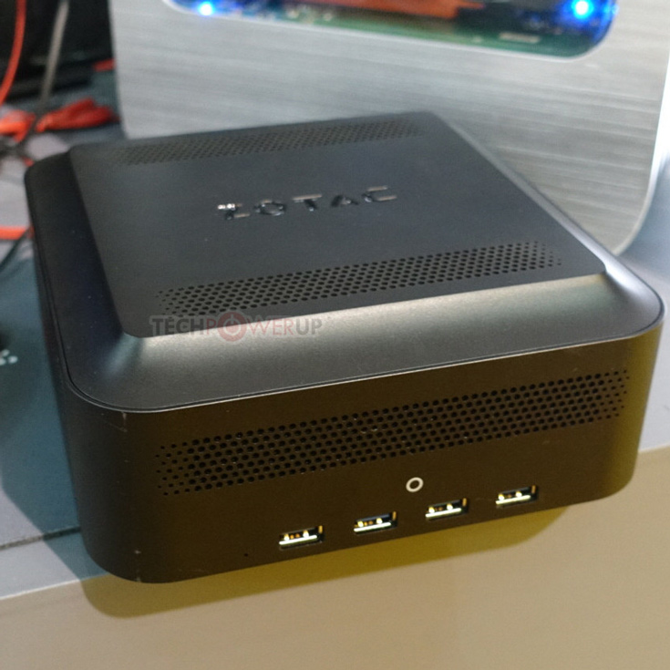 Помимо слота PCIe 3.0 x16, в Zotac Thunderbolt 3 External Box есть слот M.2 32 Гбит/с и четыре порта USB 3.0